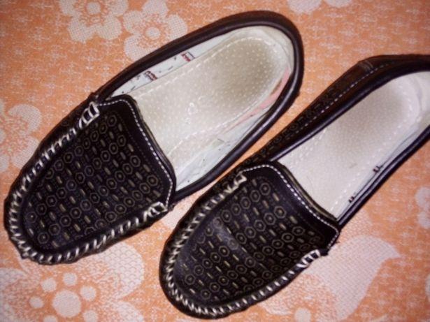 Гарні туфлі з перфорацією 30 р-ру туфли мокасини