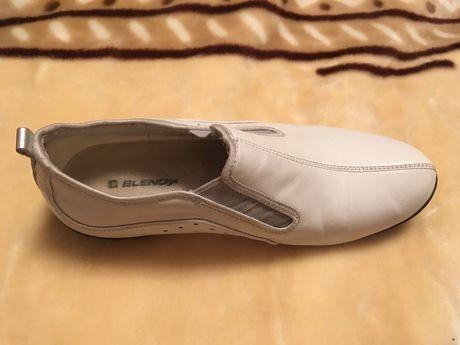 Спортивная обувь женская кожанная