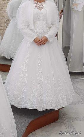 Sprzedam sukienkę ślubną rozmiar 38/40 szyta na 160 cm