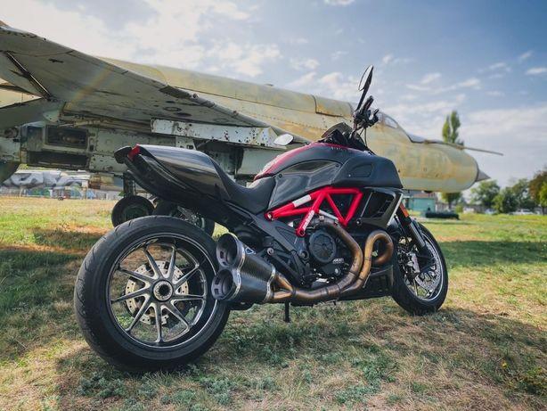 Ducati Diavel Carbon S 2012