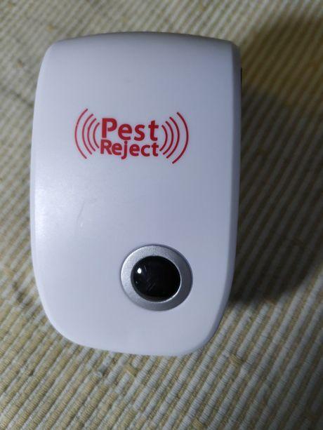 Отпугиватель насекомых и грызунов ультразвуковой Pest Reject