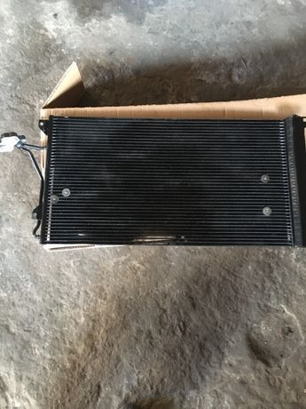 Радіатор кондиціонера Q7