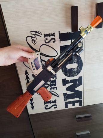 Pistolet , karabin , strzelba Zabawka Dla Chłopca wydaje Dzięki świeci