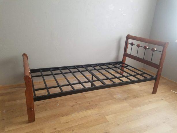 Кровать быльца из натурального дерева