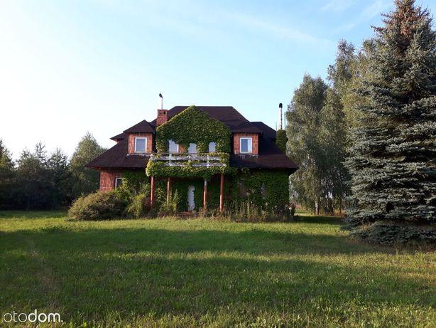 Duży dom na pięknej działce otoczonej drzewami
