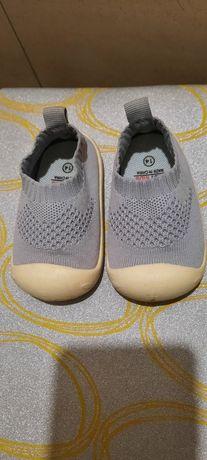 Тапочки кроссовки кеды для первых шагов
