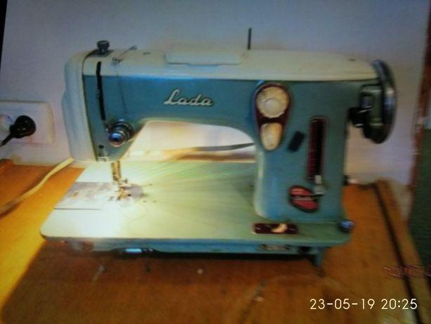 Ножная швейная машинка Лада (Чехословакия)