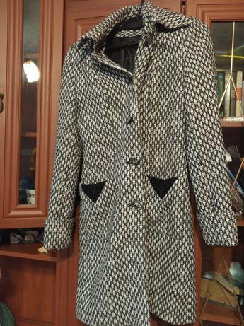 Пальто  42-44 розміру