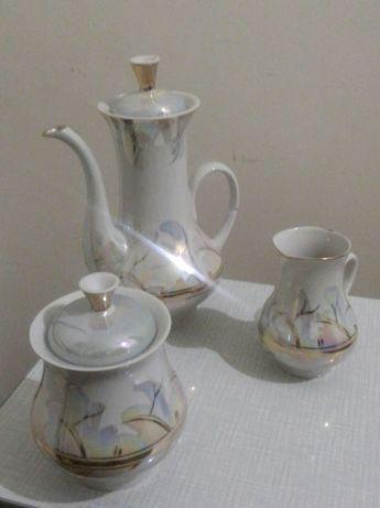 Сервиз чайный (кофейный) на 6-ть персон (21 предмет). Продам сервиз.