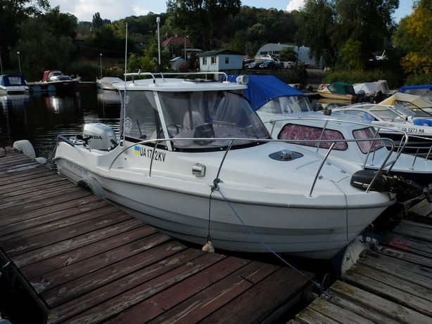 Продаю моторную лодку Pilot House 535 с двигателем  Honda 150
