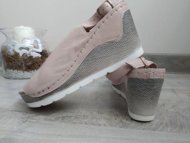 Skórzane sandały na koturnie Karino 37