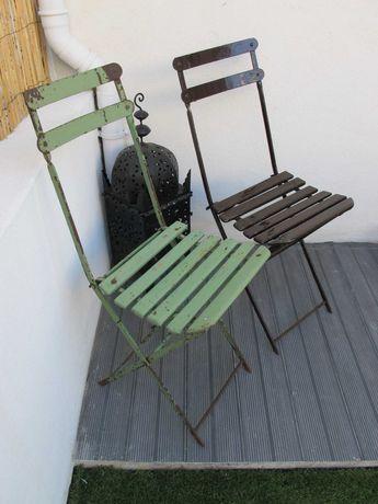 Cadeiras de Ferro e Madeira Dobráveis Antigas - Exterior Vintage