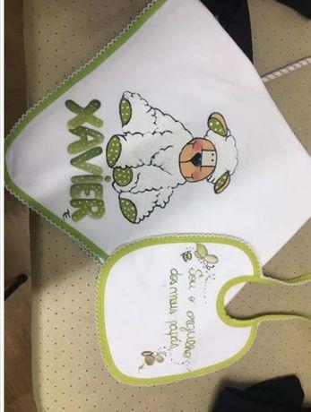Fraldas e babetes personalizados