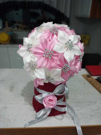 Box kwiatowy bukiet ze wstążki