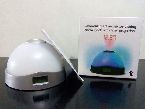 Relógio despertador com projeção a laser . Novo
