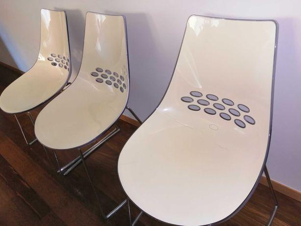 Cadeiras  em acrílico transparente branco, modelo italiano.- usadas