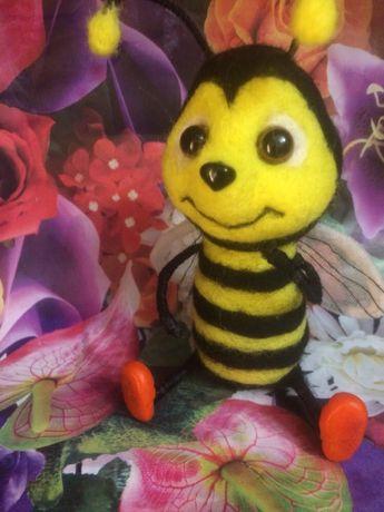 Пчелка из валяной шерсти