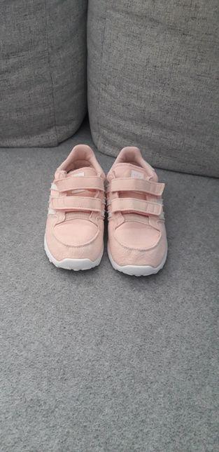 Adidas . Adidasy