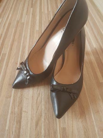Туфли чёрные классические.