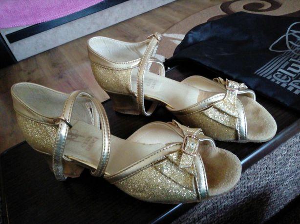 Туфлі для бальных танцев