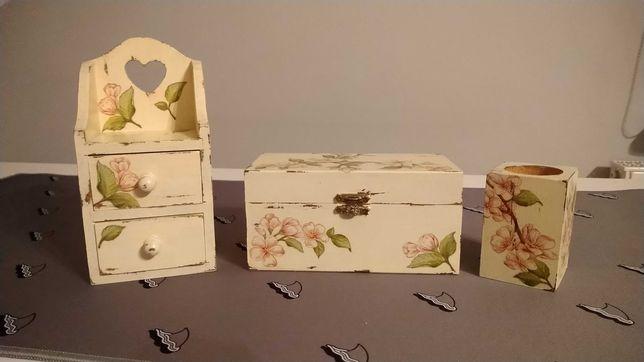 Drewniany komplet dekoracyjny i do przechowywania w kwiaty