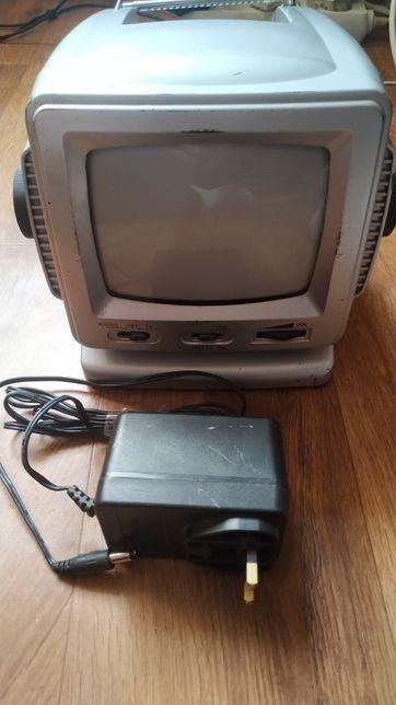 Ретро чёрно-белый телевизор из Европы