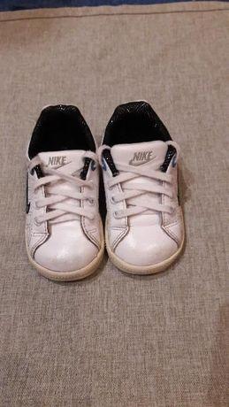 Моднявые кожаные кроссовки Nike