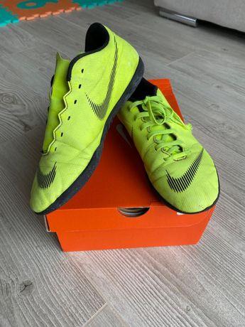 39 NIKE buty śnieżynki do piłki nożnej