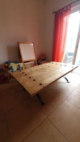Mesa de sala madeira macica com armacao em ferro!