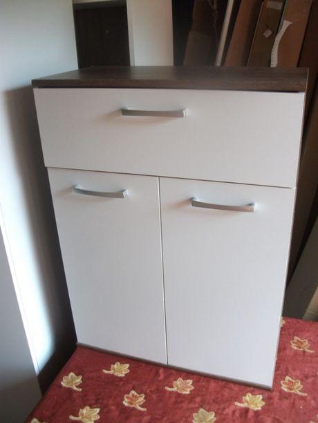 komoda dwoje drzwi i szuflada.