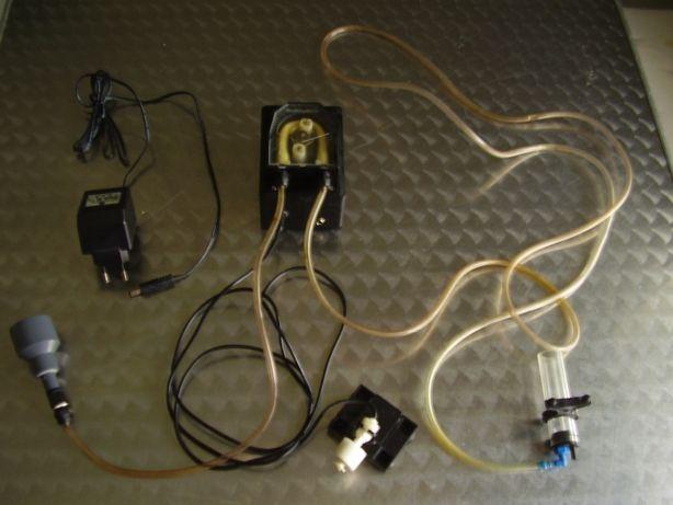 Bomba doseadora com controlador de nível
