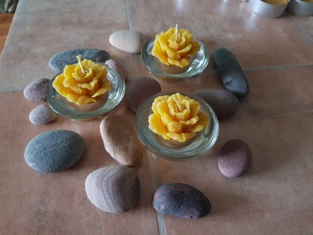 Świeczka róża z wosku pszczelego