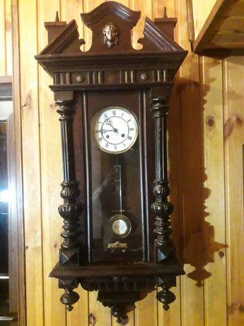 Старинные настенные антикварные часы с боем.