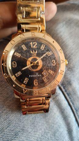 Pandora elegancki zegarek na bransolecie