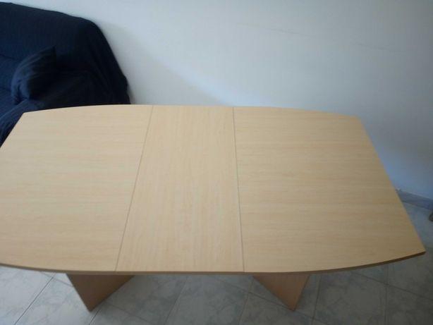 Mesa de refeição + 6 cadeiras.