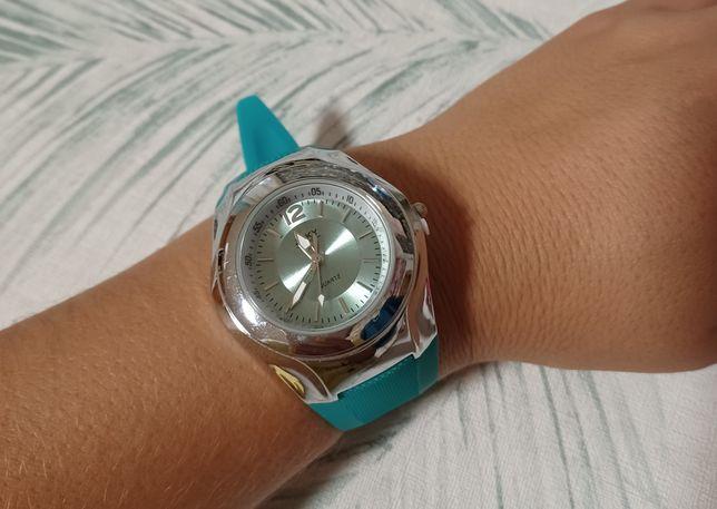 Relógio com bracelete silicone