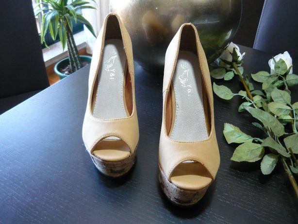 Sapatos de senhora - Nobuco beje - Sola compensada - Novos