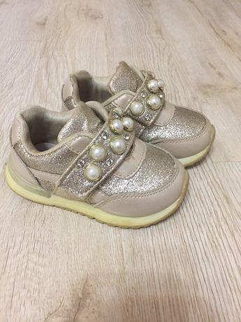 Продам кросівки 23розмір для дівчинки за 200грн