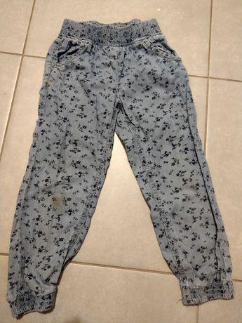 Wygodne spodnie jeansowe dla dziewczynki rozm. 104