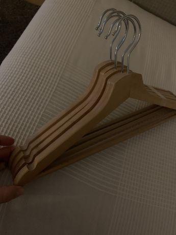Cabides de madeira Bumerang (Ikea)