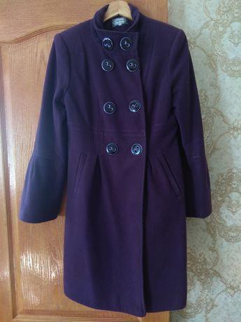 Продам пальто фиолетового цвета на осень