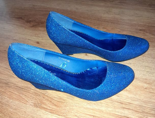 Pantofle damskie.