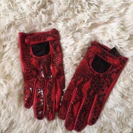 Skórzane rękawiczki a'la skóra węża