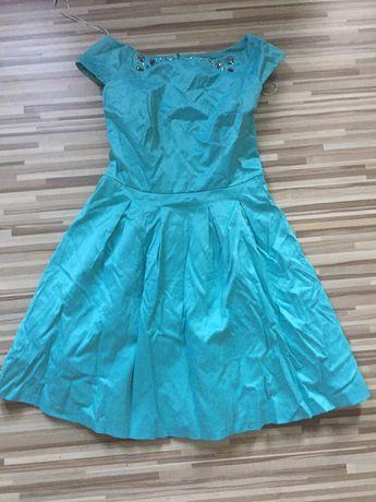 Продам красивое, нарядное платье. Одевалось один раз.