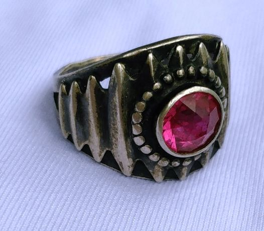 Старинное серебряное кольцо с камнем вес 6 г.