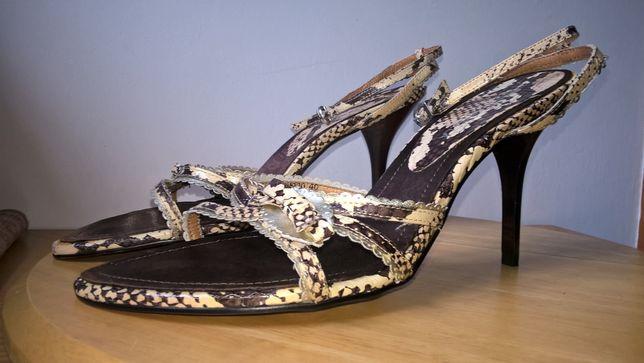 Sandałki szpilki. Roberto Botella.