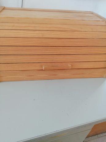 Caixa de madeira para pão nova