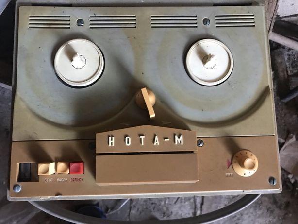 Магнітофон бабинний нота м ретро винтаж лофт дизайн