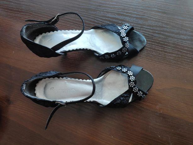 Eleganckie odkryte, buty weselne, wyjściowe na niskim obcasie