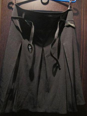 elegancka czarna spódnica kloszowana roz. 40